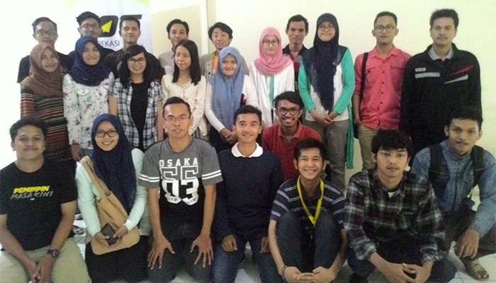 YOT Bekasi - Be Smart With Your Social Media