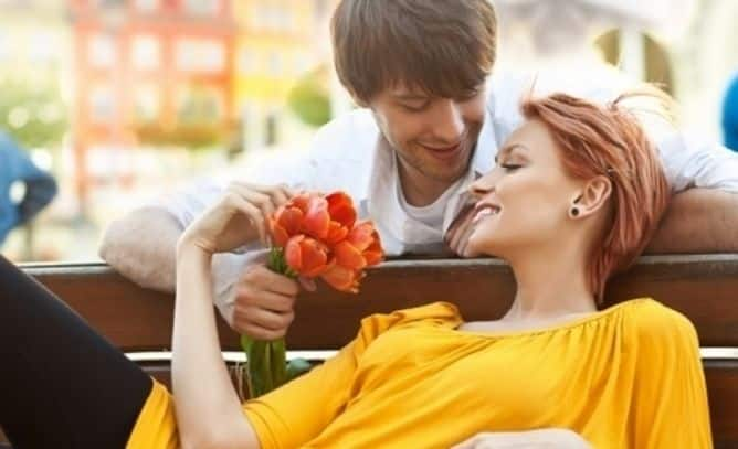 Hal Romantis yang Bisa Bikin Pasangan Makin Sayang