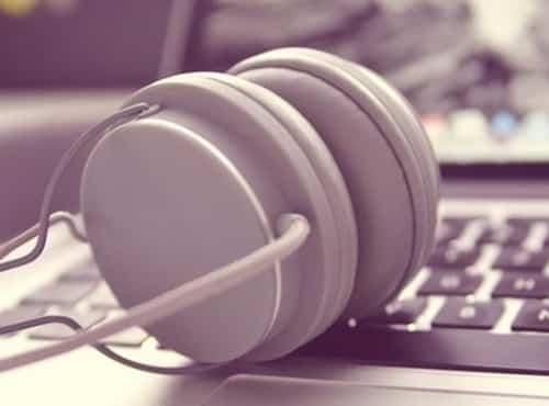 Manfaat Bekerja Sambil Mendengarkan Musik