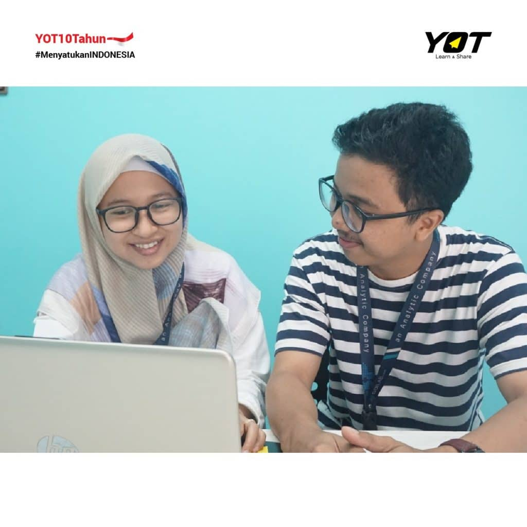 Pacaran Satu Kantor: Menjalani Kehidupan Personal Vs Profesional