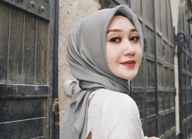 Designer Muda Indonesia yang Mendunia. Keren Banget! - Dian Pelangi - Young On Top