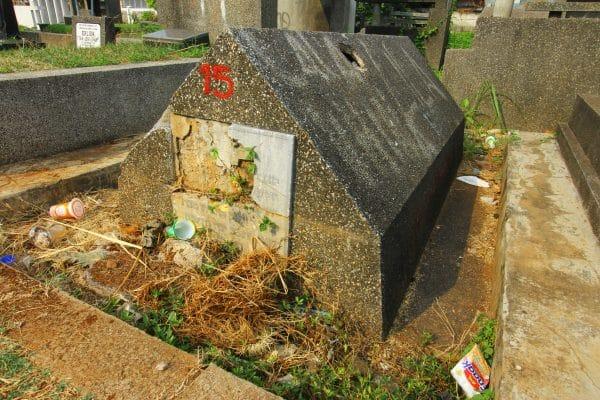 Indonesia Graveyard, Belajar Sejarah dari Kuburan