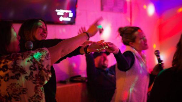 Kegiatan di bawah 50 Ribu Buat Isi Akhir Pekan Bareng Teman-teman - karaoke