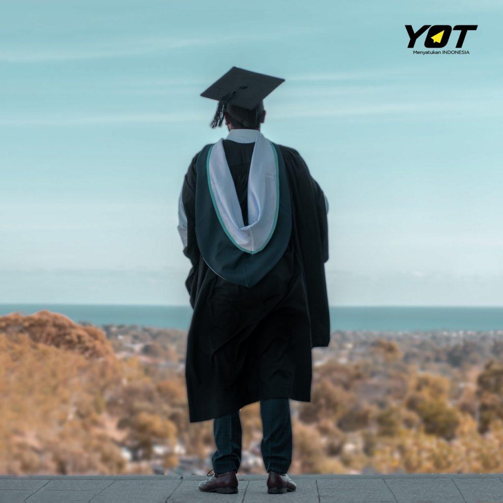 Lulus Kuliah di Tengah Pandemi Ini Dia 5 Hal yang Harus Kamu Lakukan untuk Karirmu young on top