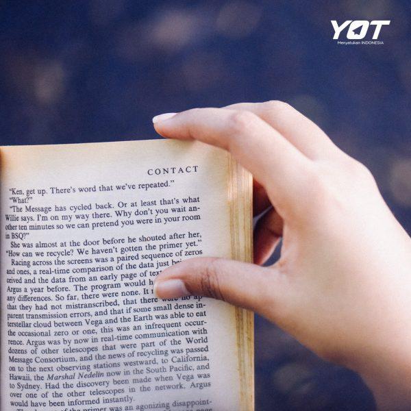 Gak Cuma Bikin Pinter, Ini Dia Segudang Manfaat Lain dari Hobi Membaca Buku! young on top