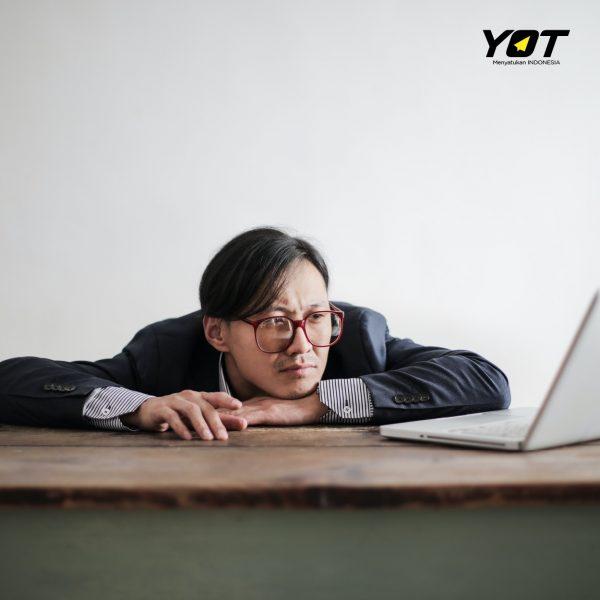 Serial Procrastinator, Penyebab Gak Bisa Berkembang di Dunia Kerja young on top