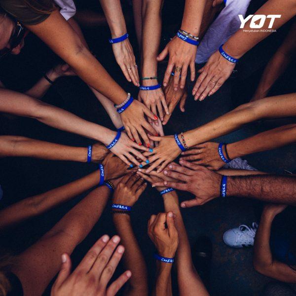 Gak Hanya Nambah Relasi, Ini 5 Manfaat Lain Bergabung di Komunitas! young on top