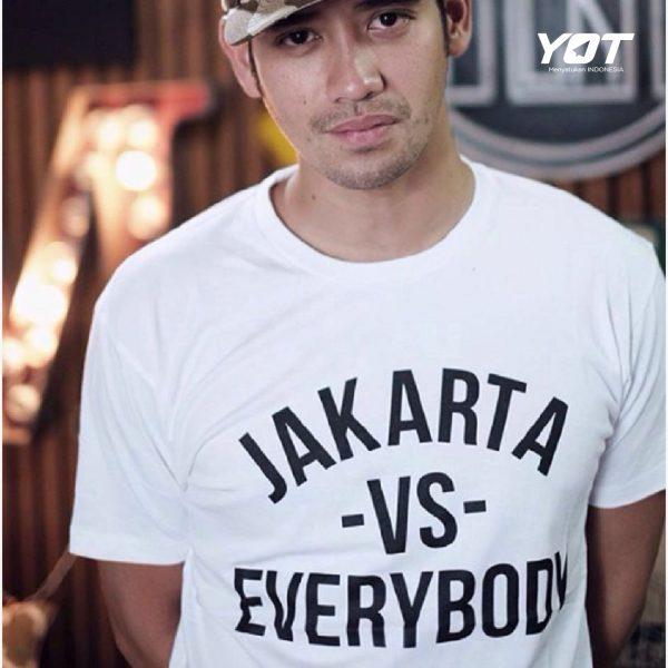 Rahasia Dibalik Larisnya Kaos Jakarta VS Everybody young on top