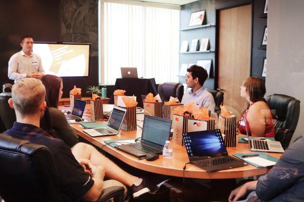 Tips Percaya Diri Ketika Presentasi Depan Klien